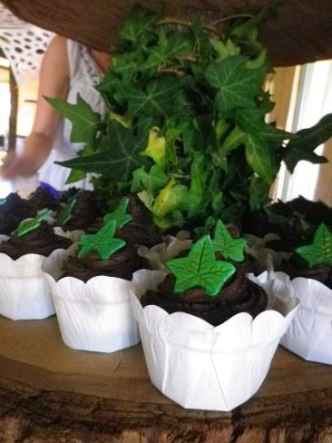 Ivy wedding cupcakes