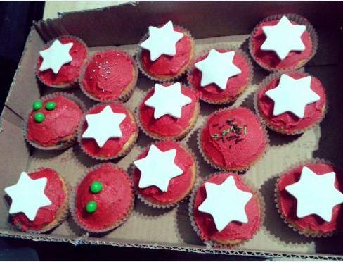 Playful Christmas cupcakes